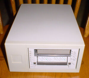 Vintage QUANTUM 8mm DLT External SCSI Drive - DAT - Model # TH3BA-YF - Powers-up