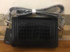 Bolsa cruzada de cuero repujado Zara