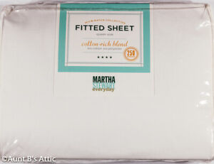 Martha Stewart Queen Fitted Bed Sheet Wht 60% Cotton/40% Poly 250 Thread Count