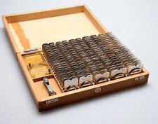 altes Uhrmacher Werkzeug div. EINPRESS-SCHABLONEN im Holzkasten / nicht komplett