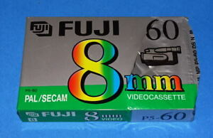 *** UNE CASSETTE FUJI 8MM / 60M - MADE IN GERMANY - COMME NEUVE  ***
