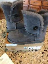 UGG K BAILEY BUTTON GRAY SUEDE / SHEEPSKIN WOMENS BOOTS SIZE US 6 5991YK/GREY