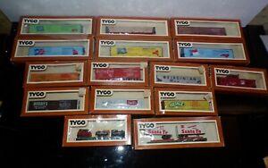 15 TYCO Ho Scale Box Car Flat Car Skid Load Sante Fe Piggy Back Train Car w/box