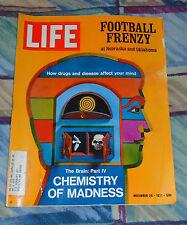 """Life Magazine November 26, 1971 """"Football Frenzy""""   VG"""