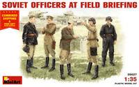 Miniart 35027 - 1/35 - Soviet Officers at Field Briefing WWII 5 figure model kit