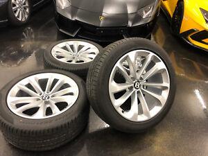 1 Satz neuwertige Bentley Bentayga 21 Zoll Felgen 285 45 21 Pirelli Sommerräder