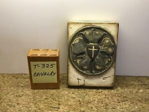 Sid Dickens Tile T325 Chivalry