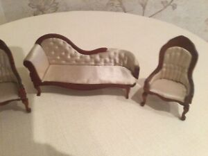 Dolls House Sofa And Chairs
