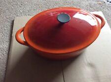 Ancienne grosse cocotte ovale en fonte (rouge orange)