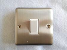 6 Amp 1 Gang 2 o 1 Vie Interruttore in Cromo satinato inserti bianco bordo arrotondato K1903W
