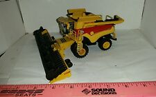 1/64 ertl custom farm toy new Holland cr8.90 40th anniv throwback color combine