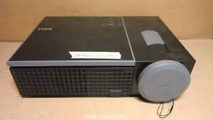 DELL 1610HD Projector Beamer DLP WXGA 3500 LUMENS HDMI - ORANGE LIGHTS - DEFECT