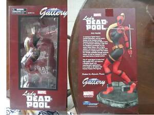 Marvel Diamond Select - Femme Fatales Gallery Statue - Lady Deadpool PVC