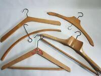 Lot de 5 cintres anciens bois et métal - Antic hangers