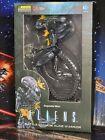"Hiya Aliens Battle Damaged Aline Warrior 4"" Action Figure PX. New Damaged Box"