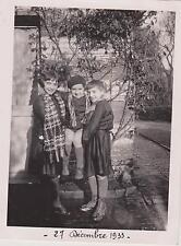 PHOTO ANCIENNE La Capelle 1933/TROIS JEUNES ENFANTS/GALOCHE/BERET-TABLIER NOIR