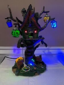 Lemax Spooky Town Hungry Treehouse- 2006 Collection- Great Working Condition