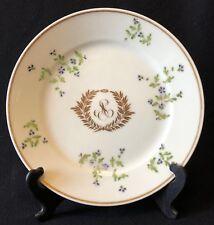 Assiette porcelaine de Paris XVIII décor de bardeau laurier et monogramme