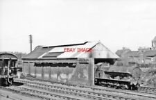 PHOTO  LEIGHTON BUZZARD LOCOMOTIVE SHED 1960 VIEW EAST PROBABLY FROM A PASSING D