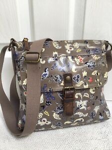 FAT FACE MEDIUM SIZED TAUPE FLORAL OILCLOTH CROSSBODY MESSENGER BAG