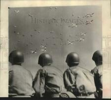 1952 Press Photo West Point Cadets watch paratrooper demonstration, Fort Bragg