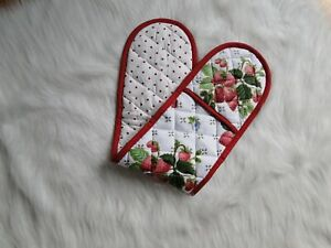 Double-End Padded Oven Mitt in Strawberry Print 80x19cm