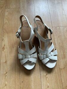 Ladies Clarks Wide Fit Cream Shoes Size 7E