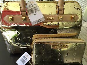 MICHAEL KORS DUFFLE METALLIC SIGNATURE HANDBAG WALLET SET PALE GOLD WITH DEFECTS