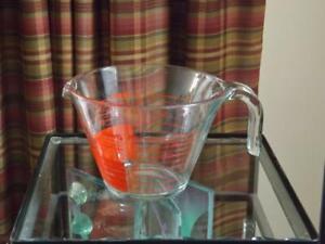 Pyrex 4 Cup Measuring cup Reverse Read Ounces ml Open Handle