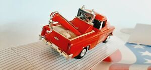 1/43 O scale ERTL 1955 Chevrolet Cameo wrecker tow truck pick-up