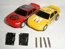 Micro Scalextric-Coppia di STOCK Cars e Guide (Giallo #17 & Rosso #6) - Nuovo di zecca CDN