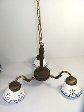 LAMPADARIO liberty in ottone brunito a 3 luci con ceramiche traforate bordo blu