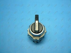 Idec ASD2L10N Selector Switch 2 Position 30.5MM Maintained 1 NO Used