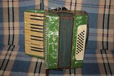 altes Akkordeon: Sybilla Brand Ziehharmonika