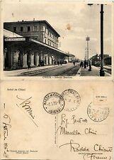 Chiusi, siena, interno stazione animatissima con treno 1935
