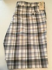 HAGGAR  MEN'S COOL 18 PERFORMANCE FLAT FRONT SHORT SIZE 44 LIGHT GRAY PLAID NWT