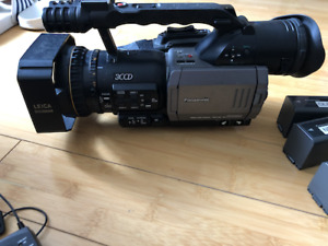 Panasonic AG-DVX100A Camcorder & Kit (includes microphones, batteries and tapes)