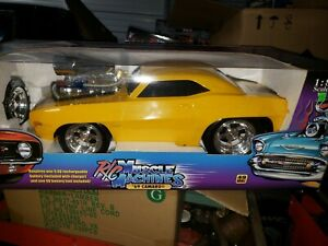 Vintage Muscle Machines RC 1969 Camaro 1:8 Remote Control Car  Yellow