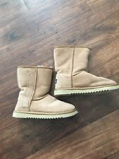 UKALA SHERPA LINED SUEDE BOOTS WOMENS 8 STYLE; SYDNEY MINI TAUPE W80003
