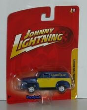 Johnny Lightning 1950 Chevtolet Panel Delivery 50 Chevy Goodyear Truck 1:64 x-y