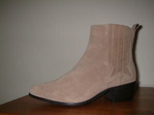 CURVISSA PLUS SIZE BEIGE SUEDE WESTERN BOOTS SIZE 6/39 WIDE FIT