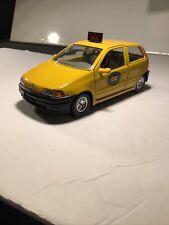Bburago 1:24 Scale Die-Cast Fiat Punto Taxi Car