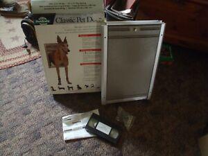 PetSafe classic  w alum frame Large Dog Door     NOS