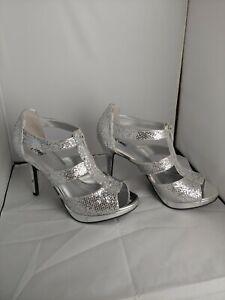FIONI NIGHTS Womens Zipper. Silver  Metallic  Heel Sandals Size 9 New