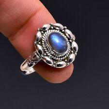 Anillos de joyería con gemas azules labradorita
