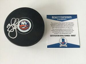 Matt Martin Signed NY New York Islanders Hockey Puck Beckett BAS COA b
