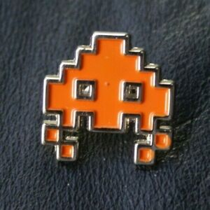 VIDEO GAME Pin Badge TAITO SPACE INVADERS Alien Orange