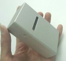 It packs 20 cigarette box creative / magnet adhesive flip metal / cigarette box