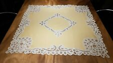 Beautiful set of  soft yellow linnen tablecloth & napkins with Brussels lace
