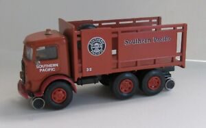 AHL American Highway Legends 1/64 S scale SP Southern Pacific MACK rail truck